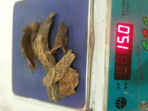 kalimantan-agarwood-sinking-chips-midium